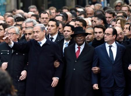 A gauche, le premier ministre israélien en tête de cortège de la marche républicaine à Paris le 11 janvier 2015 © E. Feferberg (AFP)