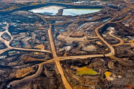 Un paysage lunaire ravagé par l'exploitation de gaz de schiste en Alberta (photo Garth Lentz)