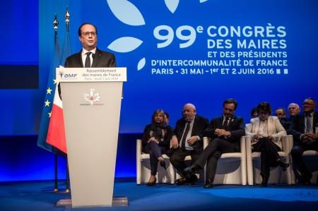 François Hollande au 99e Congrès annuel des Maires de France le 2 juin 2016 à Paris (photo C. Petit-Tesson / AFP)