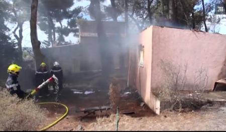 Pompiers combattant le feu sur Vitrolles