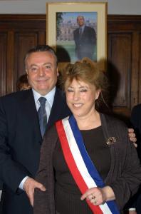 Alain et Maryse Joissains lors de l'élection de cette dernière à la mairie d'Aix en mars 2001 (photo B. Horvat / AFP)
